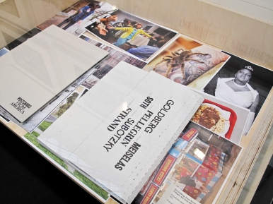 Presso le gallerie è possibile richiedere di vedere book delle opere in vendita