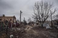 © Giorgio Bianchi - Un villaggio abbandonato nei pressi di Donetsk, nel quale ormai vivono solo branchi di cani randagi.